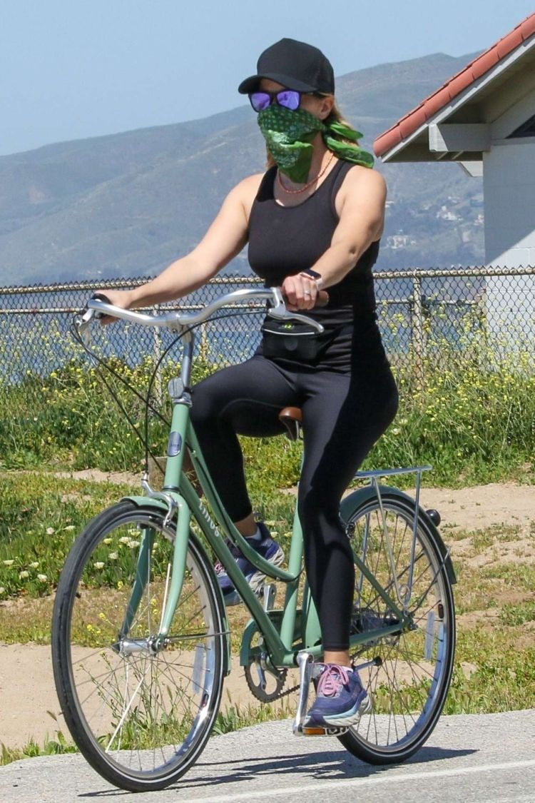 Fitness Freak Reese Witherspoon Riding A Bicycle In Pacific Palisades