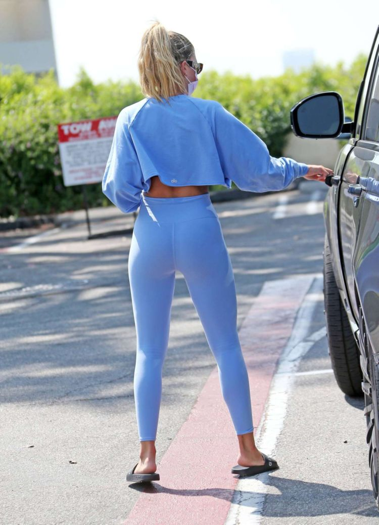 Stunning Sofia Richie In Yoga Pants At Sunset Plaza In Los Angeles