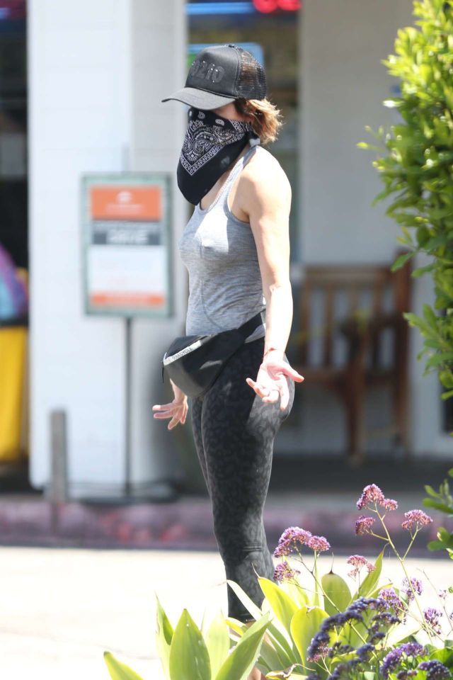 Lisa Rinna Spotted Running Out And About In Bel Air