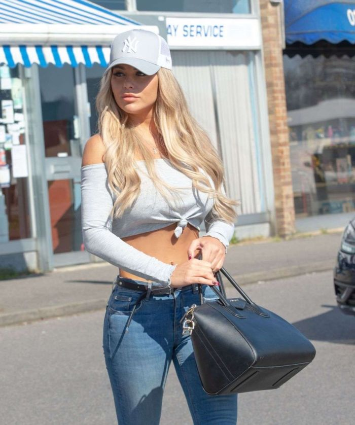 Bianca Gascoigne Candids In Jeans While Shopping At A Pharmacy