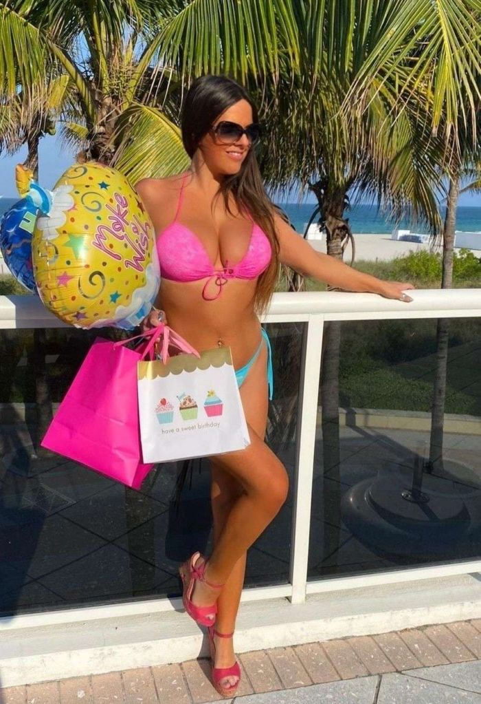 Claudia Romani Celebrated Her Birthday At The Swimming Pool In Miami