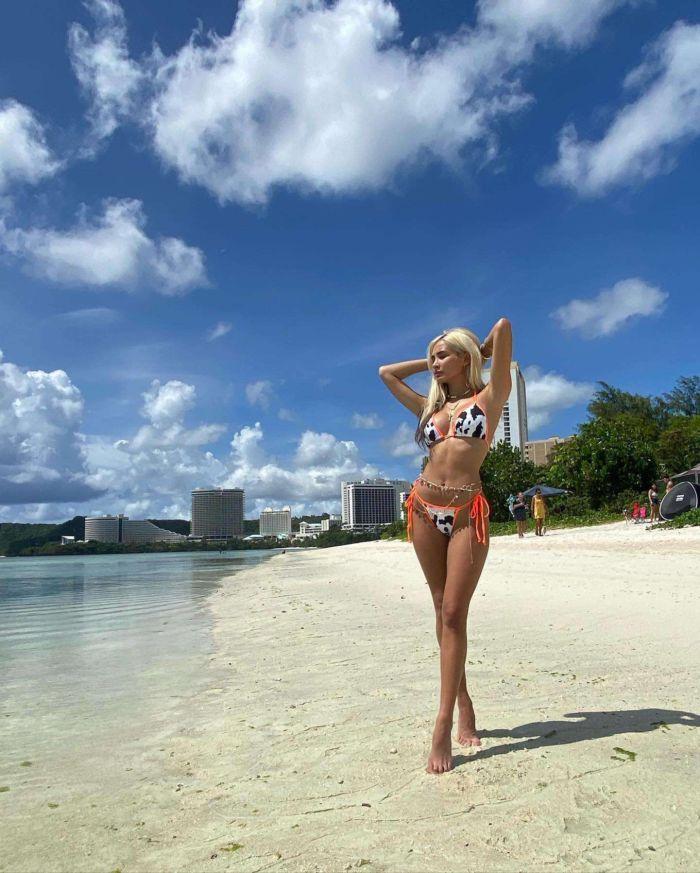 Pia Mia Perez Posing In Bikini At The Beach