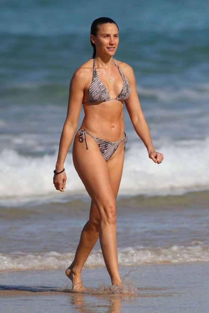 Rachael Finch Enjoying In Bikini At Bondi Beach