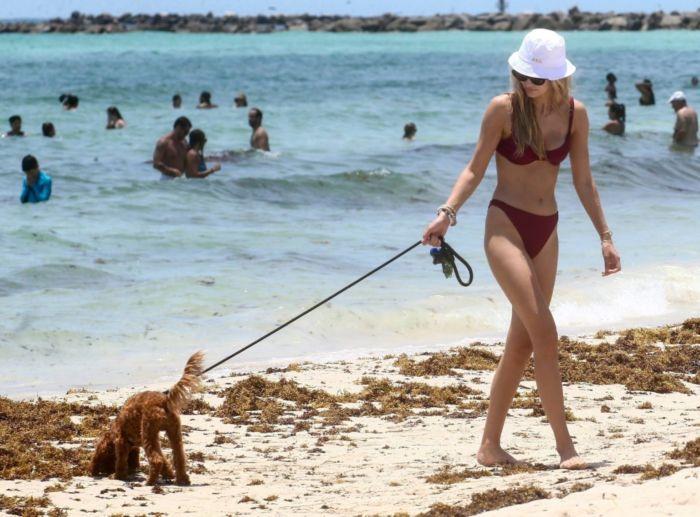 Roosmarijn De Kok In A Bikini On The Beach In Miami